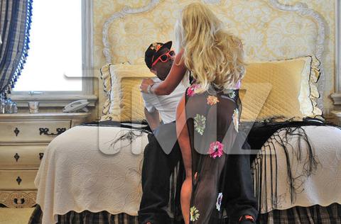 linda hogan makes ass of herself in new milf video