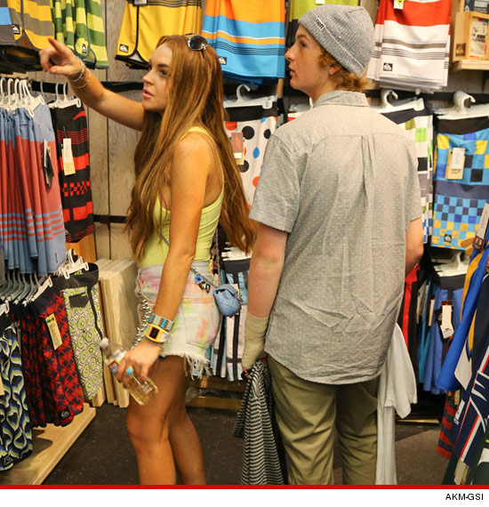 0814_lindsay_lohan_shopping_article_AKM