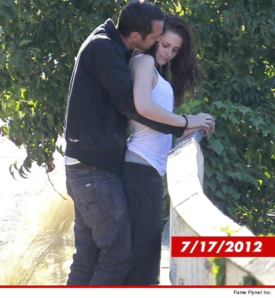 0815_kristen_stewart_rupert_sanders_fameflynet-DATE