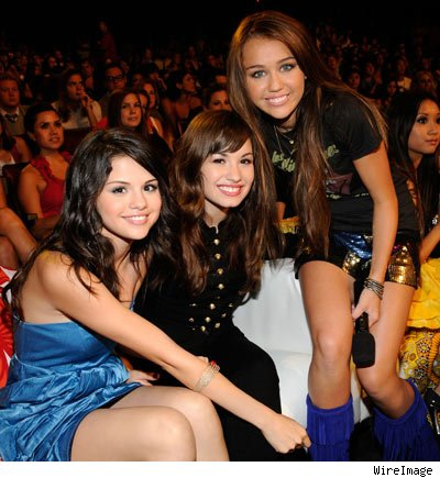 0804_selena_demi_miley_wi-1