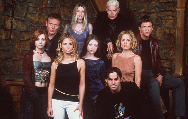 "Julie Benz & Charisma Carpenter Have ""Buffy""/""Angel"" Reunion"