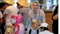 Kelly Rutherford -- Spends a Nice Holiday with Her Kids in France