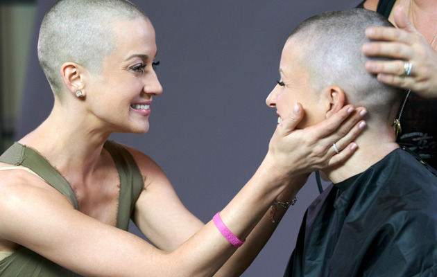 Kellie Pickler Buzzes Head for Breast Cancer Awareness