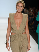 "Heidi Klum Wears Plunging Gown at ""Project Runway"" Finale!"