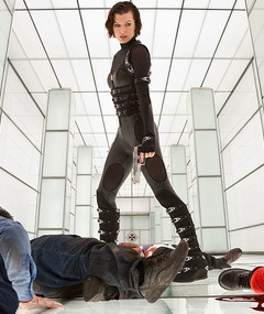 Milla Jovovich in &quot;Resident Evil: Retribution&quot; and More Sci-Fi Hotties