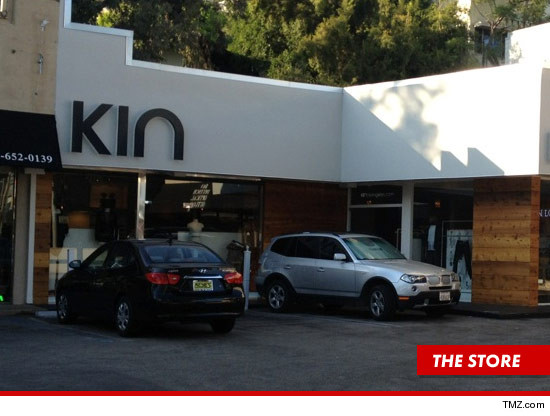 0917_amanda_bynes_kent_store_sunset_plaza_west_hollywood_driving_Article_store