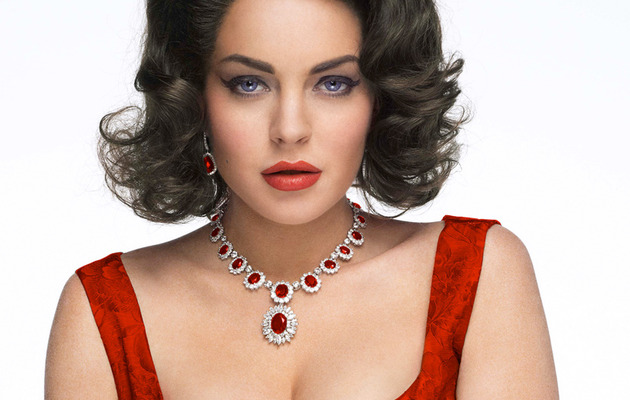 "See Lindsay as Elizabeth Taylor In New ""Liz & Dick"" Trailer"