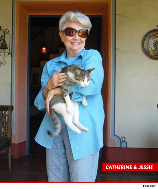 0927_cat_land_lady_5