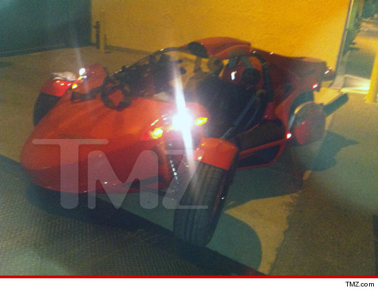 0928-tmz-nicki-minaj-roadster