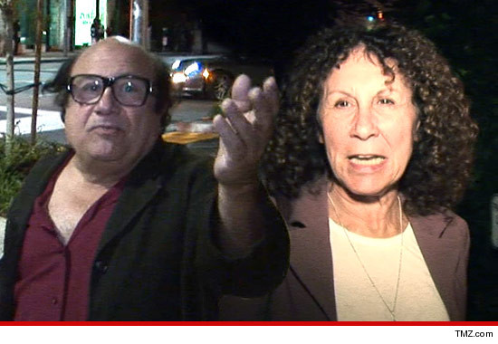 1008_danny_devito_rhea_pearlman_article_tmz