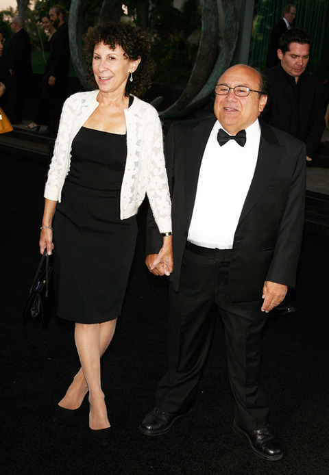 Rhea perlman and danny devito wedding