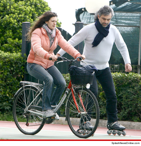 1010 andrea bocelli rollerblading splash 3 Andrea Bocelli Rollerblades ... with Seeing Eye Bicyclist