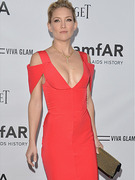 Kate Hudson Wears Very Revealing Dress on the Red Carpet