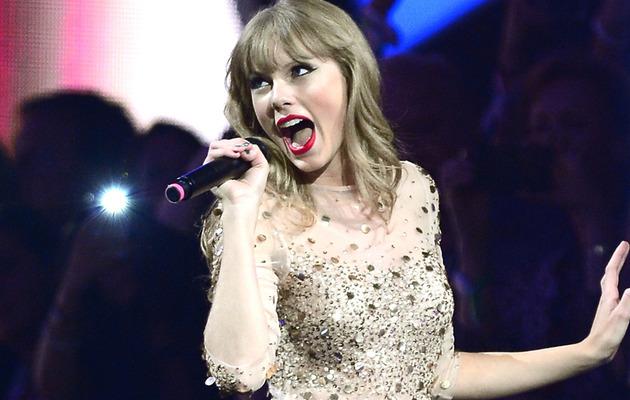 Video: Man Tries Using Taylor Swift Lyrics as Pickup Lines