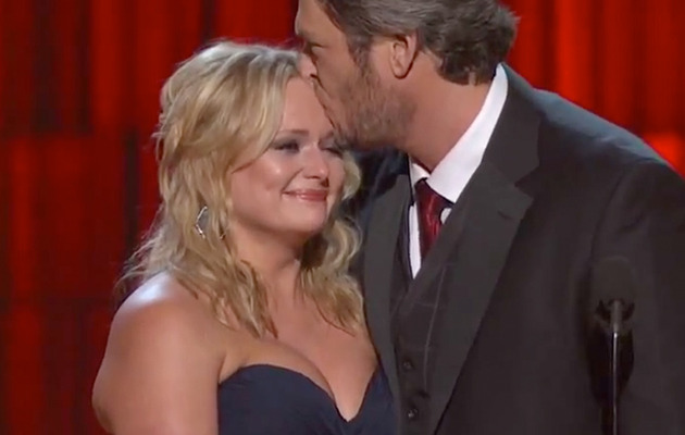Video: Miranda Lambert Breaks Down During CMA Win