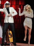 "Brad Paisley and Carrie Underwood Dance ""Gangnam Style""!"