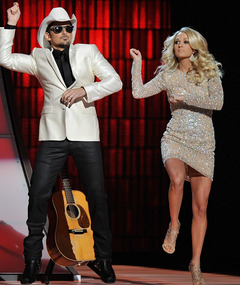 Brad Paisley and Carrie Underwood Dance &quot;Gangnam Style&quot;!