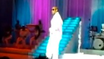 R. Kelly -- Boots Rowdy Fan from Concert ... By Singing!