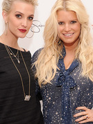 Jessica Simpson Flaunts Trim Waist Next to Sister Ashlee