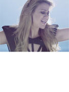 "Kelly Clarkson Gorgeous, Glowing in New ""Catch My Breath"" Music Video"