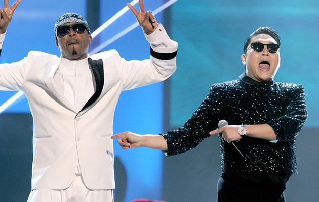 "PSY, MC Hammer Duet ""Gangnam Style""!"