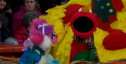 Elmo SINGS at Thanksgiving Parade -- 'Nothing's Gonna Bring Us Down'