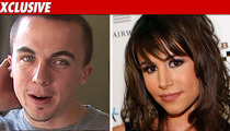 Frankie Muniz & GF -- Cozy Date After Gun Incident