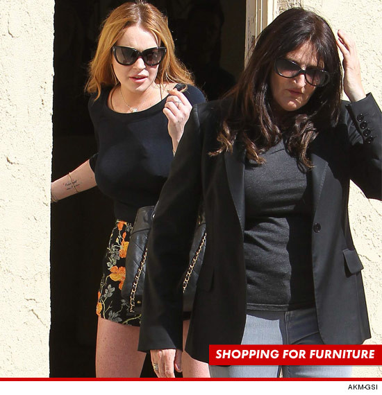 1207-lindsay_lohan_shopping_akmgsi