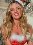 Victoria&#039;s Secret Models Heat Up The Holidays!