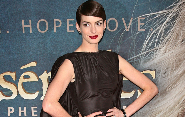 "Anne Hathaway: Wardrobe Malfunction Was ""Unfortunate"""
