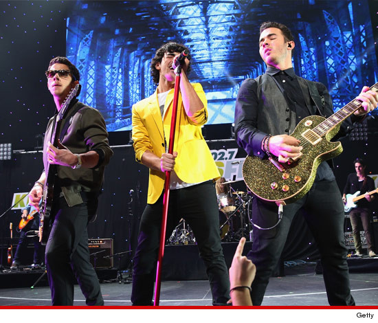 0102-getty-nick-joe-kevin-jonas