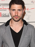 """Kyle XY"" Star Matt Dallas Comes Out, Gets Engaged"