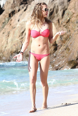 LeAnn Rimes' Red Hot Bikini Pictures