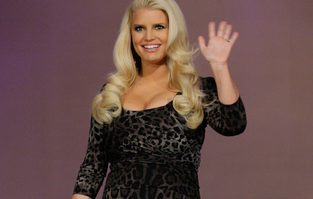 Jessica Simpson Flaunts Baby Bump & Cleavage On Leno
