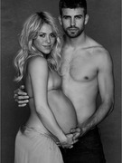 Shakira Shows Off Pregnancy Curves in Professional Photo!