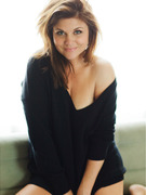 Tiffani Thiessen Strips, Reveals She Was Almost a Bond Girl