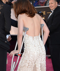 Kristen Stewart On Crutches as the Academy Awards