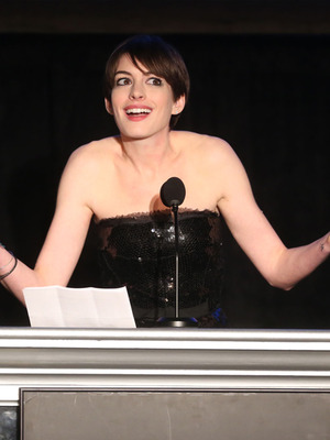 Anne Hathaway's Most Annoying Award Season Moments!