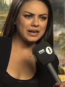 Viral Video: Awkward Reporter Asks Out Mila Kunis ... 3 Times!