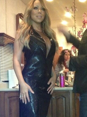 "Mariah Carey Flaunts Major Cleavage on ""American Idol"""