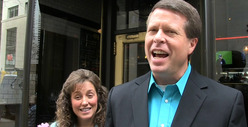 Duggar Family -- NYC Burger Feast Costs a FORTUNE for 23 People!