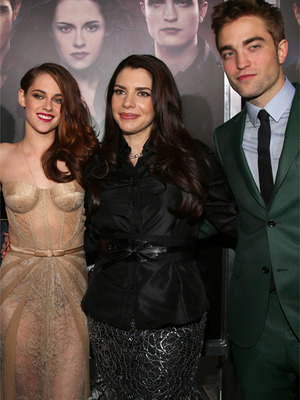 "Stephenie Meyer Thinks Bella Cheating on Edward Was ""Tragic"""