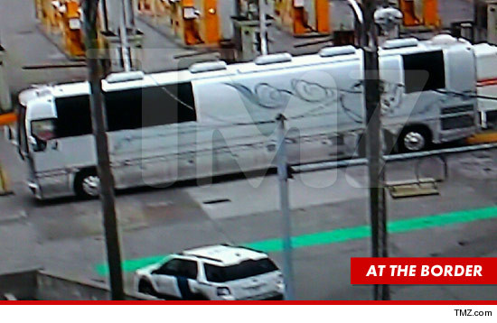 0320-rihanna-tour-bus-tmz