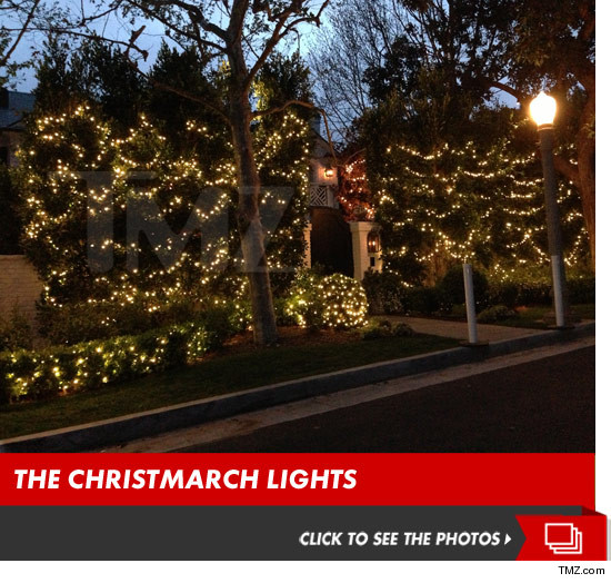 0327_maria_shriver_house_christmas_lights_launch