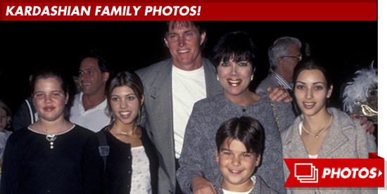 0405_kardashian_family_footer