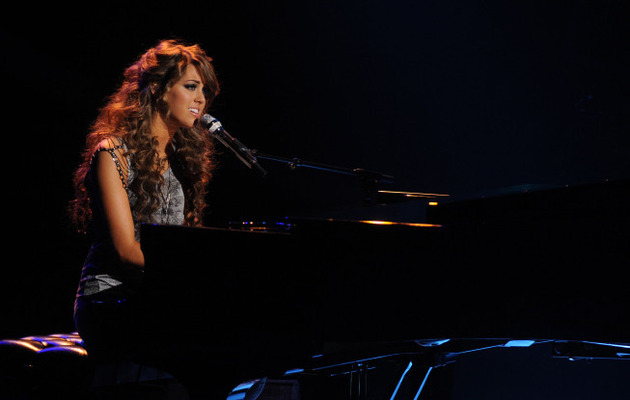 "Angie Miller Dedicates Song to Boston on ""American Idol"""