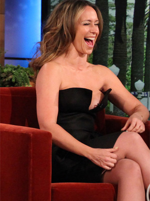 Jennifer Love Hewitt's Cleavage Distracts Ellen & Matthew Perry!