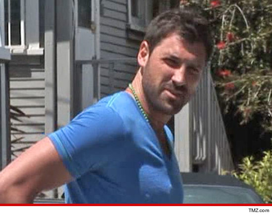 0419-tmz-maksim-chmerkovskiy