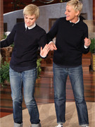 """SNL"" Star Kate McKinnon Impersonates Ellen DeGeneres on Her Show!"