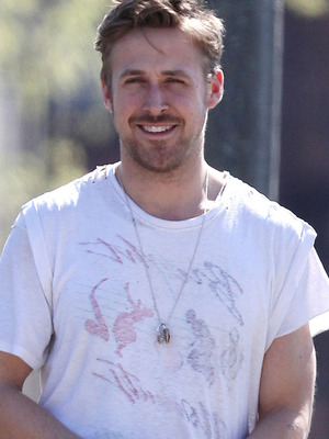 "Ryan Gosling Sexy On Set For ""How To Catch A Monster""!"